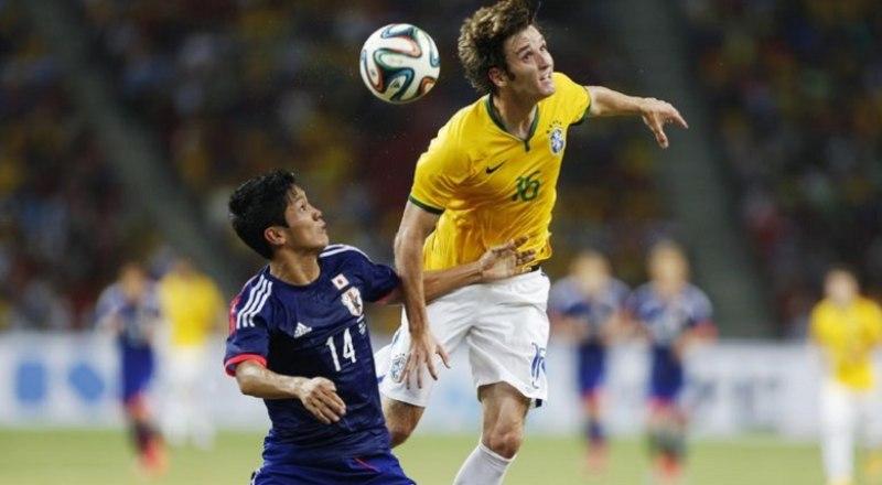 В Южной Америке бразильцы (в светлых футболках) на голову выше всех своих соперников.