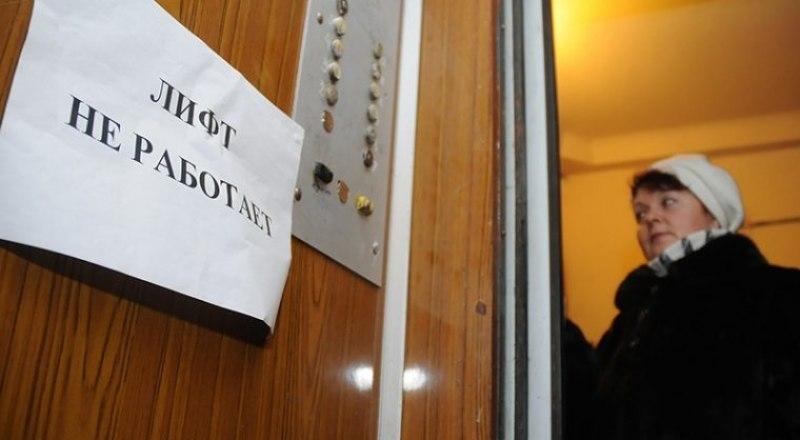 По словам Сергея Аксёнова, в замене нуждаются более 2000 крымских лифтов.