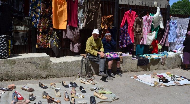 Блошиный рынок в Симферополе некоторые крымчане воспринимают как музей под открытым небом, где можно найти старинные, ценные вещи.