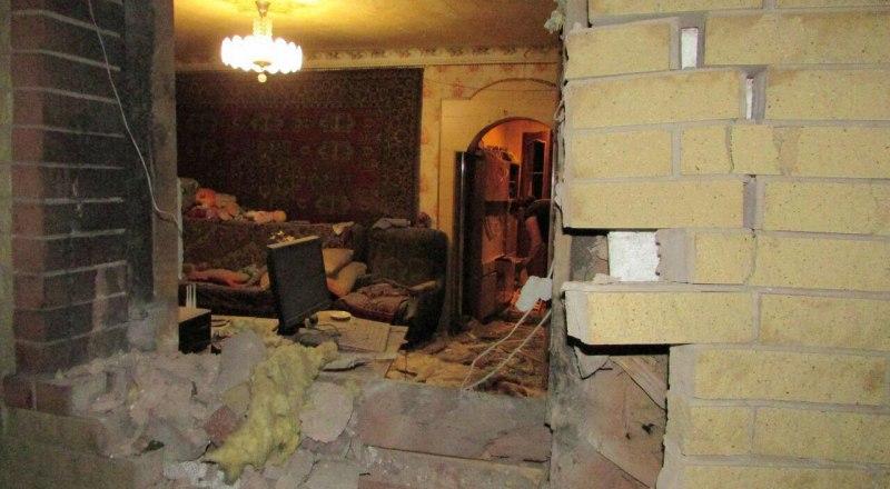 Первая кровь на руках президента Зеленского: в результате удара по жилому дому в Горловке пострадала 70-летняя женщина.