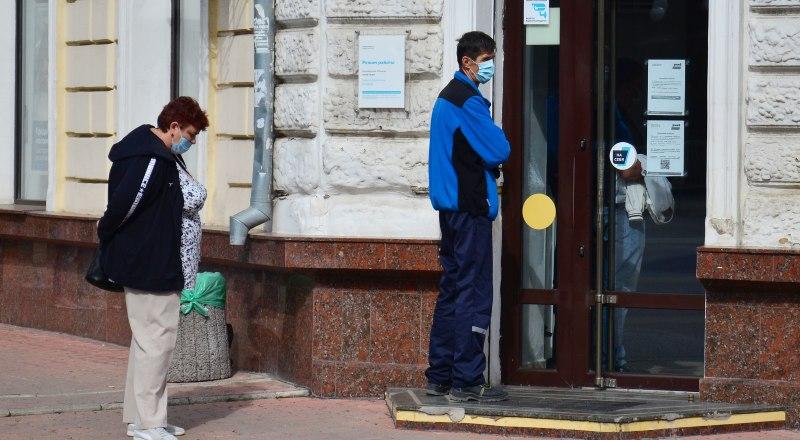 Власти просят граждан соблюдать не только масочный режим, но и социальную дистанцию.