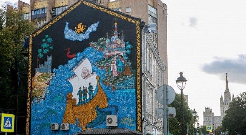 Теперь такое граффити будет украшать московский дом.