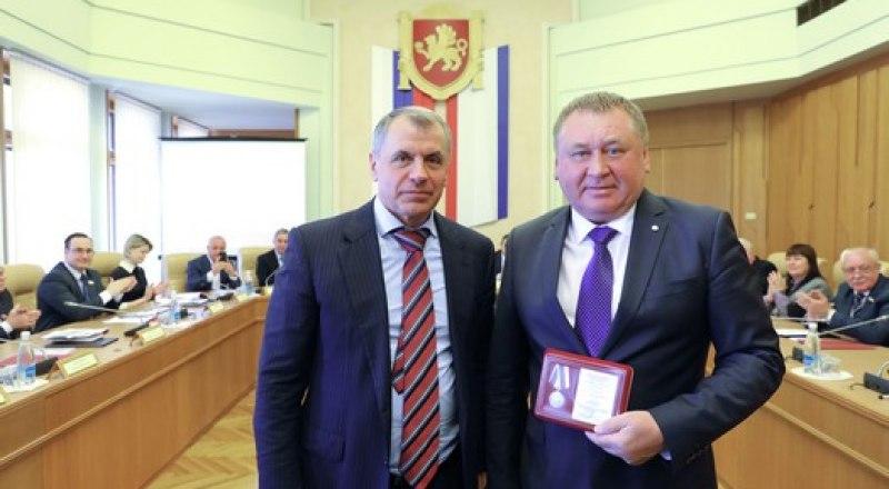 Владимир Константинов и Николай Мальцев после вручения награды.