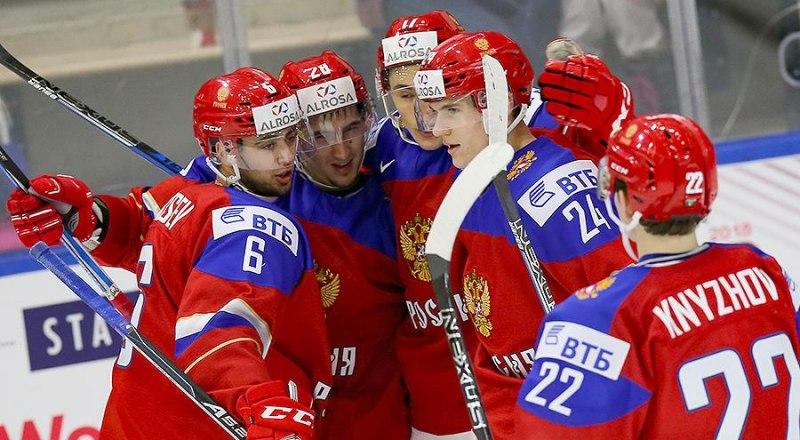 Этим парням из сборной России не хватило десяти минут, чтобы стать чемпионами мира по хоккею с шайбой среди молодёжи-2020.