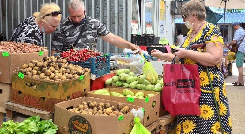 Валовой урожай некоторых овощей уже начался, что тут же отразилось на их стоимости.