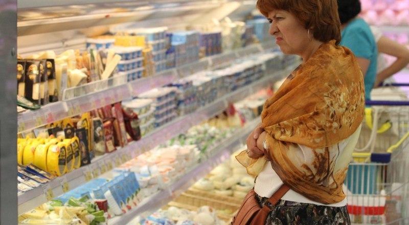 В Крыму стоимость минимального набора продуктов в расчёте на одного человека составляет  4045,28 рубля. В Краснодарском крае этот же набор стоит 4065,32 рубля.