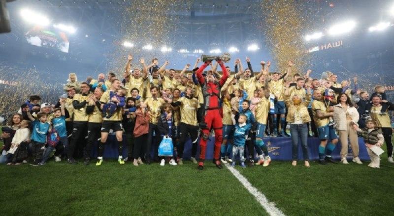 Вот они, памятные минуты. «Зенит», досрочно ставший чемпионом России 2020/2021 года.
