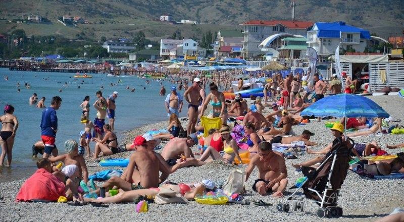 Основной целью приезда в Крым в этом сезоне, как и раньше, является пляжный отдых. Фото: Анны Кадниковой