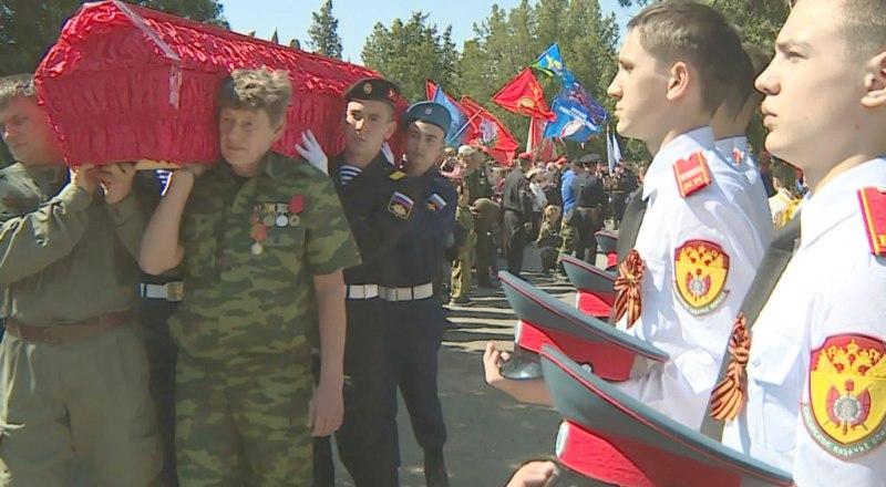 Перезахоронение на воинском мемориале в посёлке Дергачи (Севастополь).