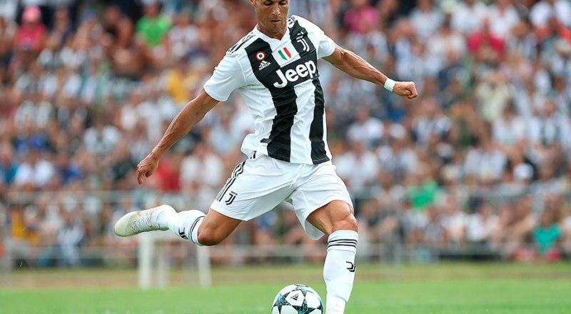 Очередной гол забивает легендарный форвард португалец Криштиану Роналду, которого мы скоро увидим в Москве в рядах «Ювентуса», в матче Лиги чемпионов против «Локо».