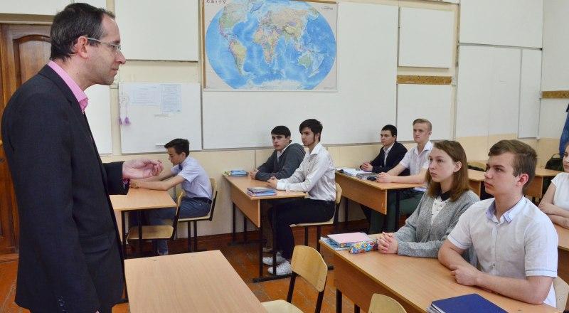 Самые низкооплачиваемые профессии в Крыму - врачи, учителя и работники культуры.
