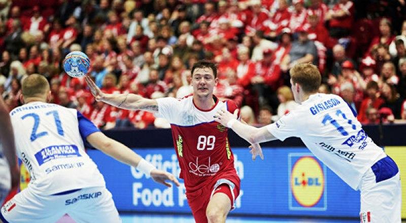 Контрольный матч перед чемпионатом мира в Египте. Гандболисты сборной России атакуют ворота сборной Польши.