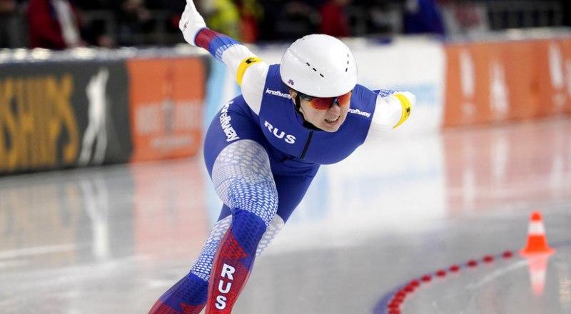 На дистанции вице-чемпионка Европы в спринтерском многоборье россиянка Ангелина Голикова.