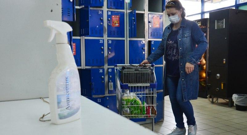 Обрабатывать руки и поверхности, носить маски - это главное в борьбе с коронавирусом, считают в Роспотребнадзоре.