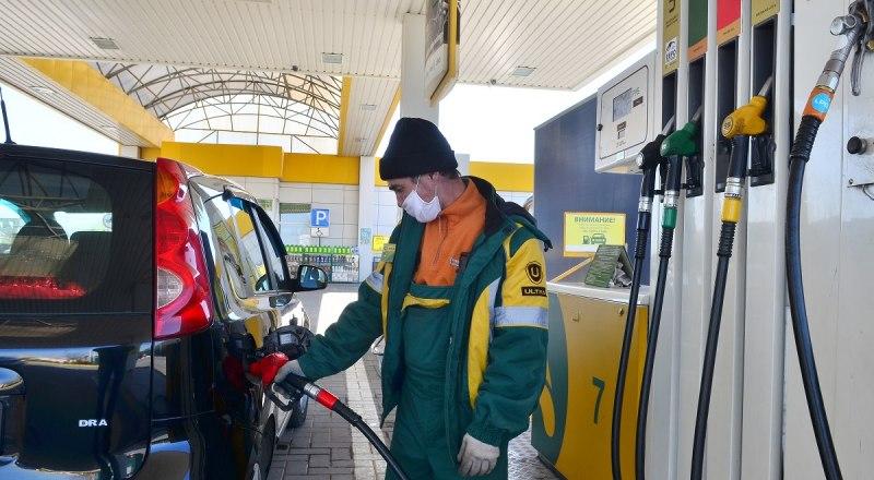 В Крыму водители очень ждут, когда же бензин станет таким же дешёвым, как нефть.