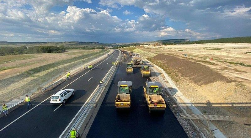 Трасса «Таврида» может быть открыта в ближайшее время, но в рабочем режиме будут действовать ограничения скорости. Фото автора.