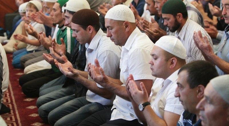 По словам верховного муфтия России Равиля Гайнутдина, весь исламский мир в этот день молился о даровании мира на земле.