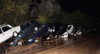 Сель у села Дачное сложил автомобили в гармошку.