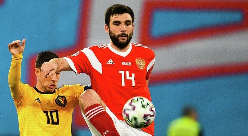 Лучшим игроком матча среди россиян в поединке с бельгийцами был назван защитник московского «Спартака» Георгий Джикия. Но это был день, когда один не мог стать героем. Ведь он был одинок в игре своей команды.