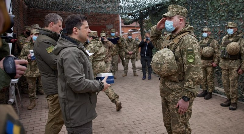 Г-н Зеленский награждает украинских карателей.