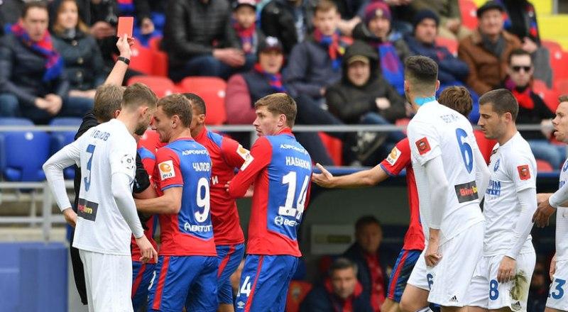 Вот такие стычки между игроками часто возникали в матче ЦСКА - «Оренбург».