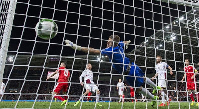 Хорошо защищает ворота «Крымтеплицы» 20-летний Никита Колесов, сын известного вратаря «Таврии», мастера спорта Олега Колесова.