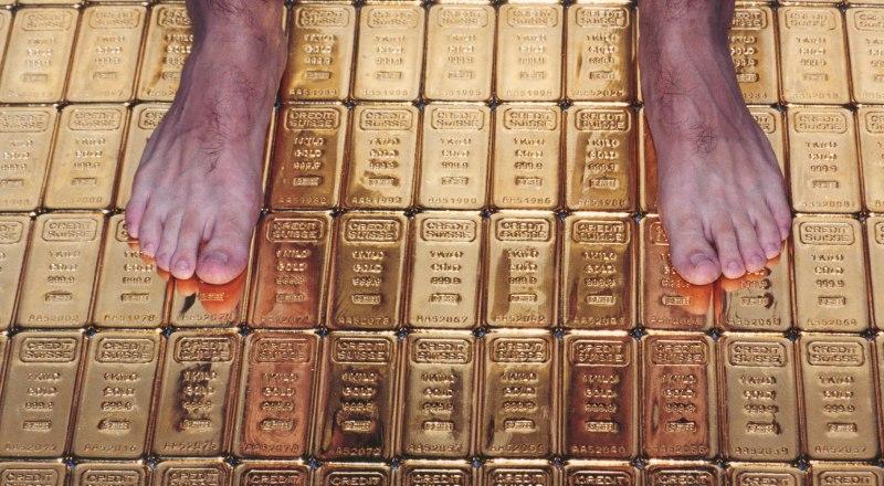 В хранилищах Центробанка России лежит 2168 тонн золота.