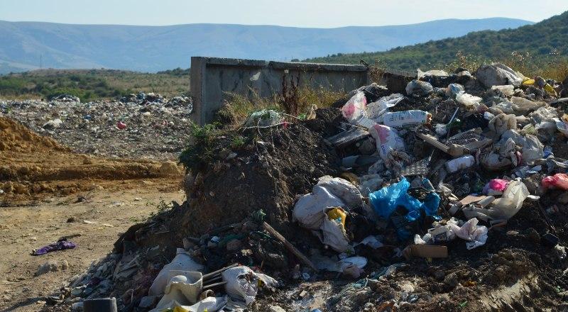 Объём накопленного мусора в Крыму достиг 55 миллионов кубометров. Фото Александра КАДНИКОВА.