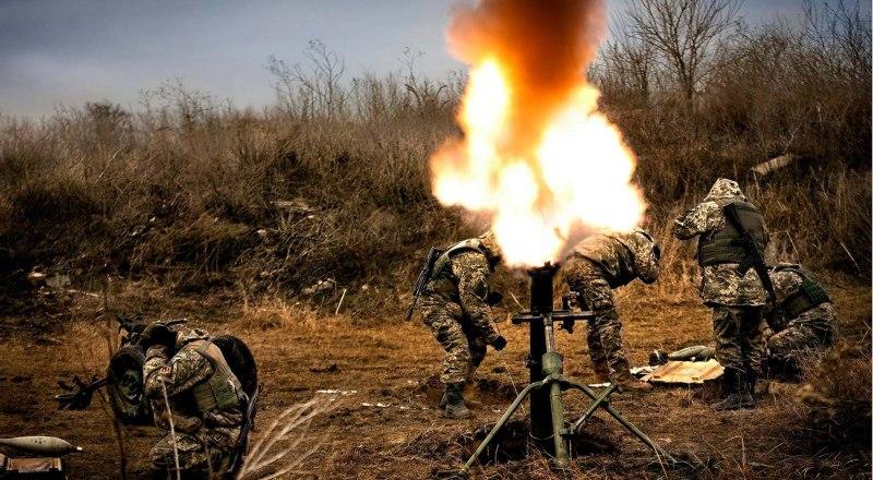Украинские каратели стреляют по Донбассу.