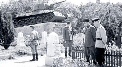 Таким увидели памятник-танк симферопольцы в июне 1944-го. /Фото предоставлено Вартаном ГРИГОРЯНОМ.