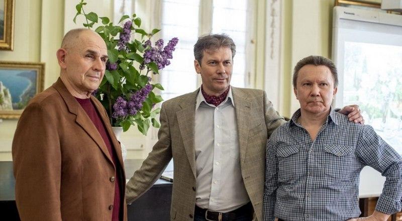 Дмитрий Слепушкин (в центре) с крымскими коллегами Василием Жерибором и Сергеем Никитиным. Фото Анны Полкановой.