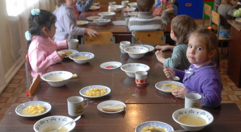 Специалисты проверят питание детей в новом учебном году.