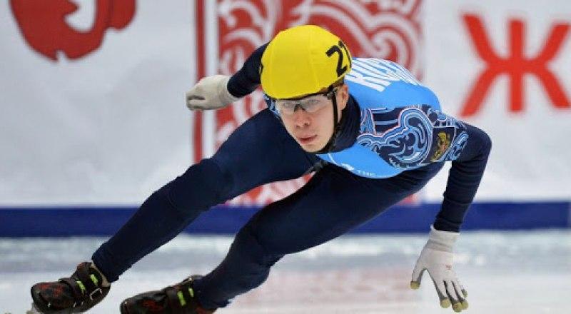 На дистанции шорт-трека олимпийский чемпион, трёхкратный чемпион Европы по многоборью Семён Елистратов.