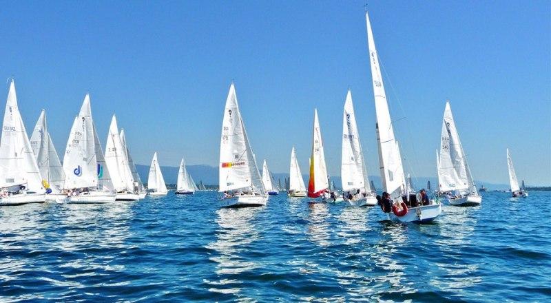 Из Анапы яхты вышли в 18.30, финишировали перед Крымским мостом в 03.05.