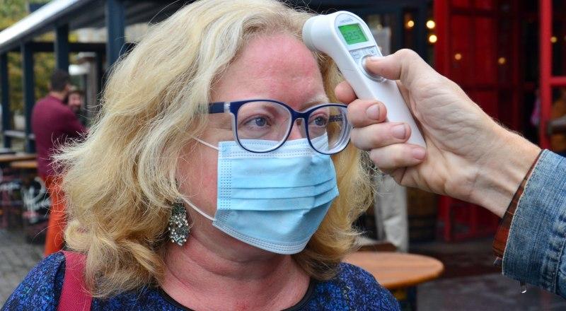 Повышенная температура является противопоказанием для получения прививки от COVID-19.