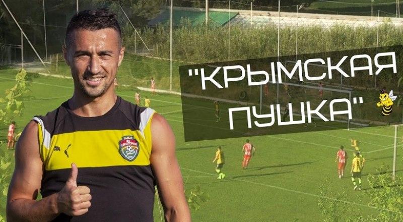 Лучший футболист VI первенства КФС, полузащитник «Евпатории» Длявер Нуридинов.