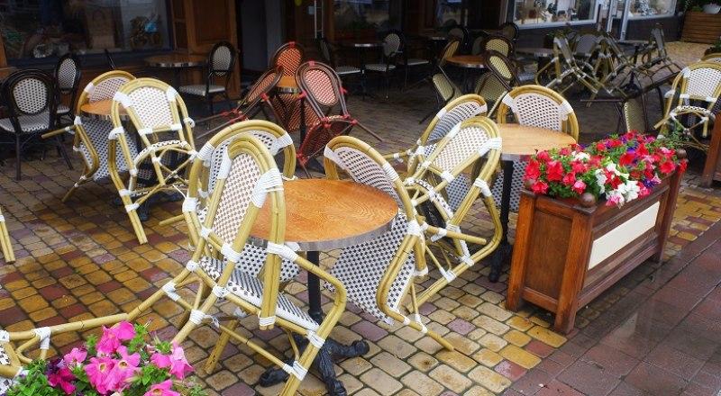 Если бизнес не будет соблюдать противоэпидемические меры, власти полностью закроют кафе, рестораны и бары.