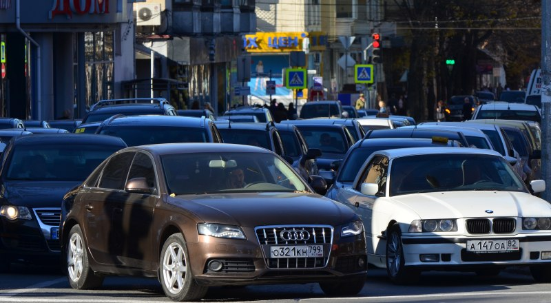 Машины-двойники есть и в Крыму. Нарушителей нужно наказывать.