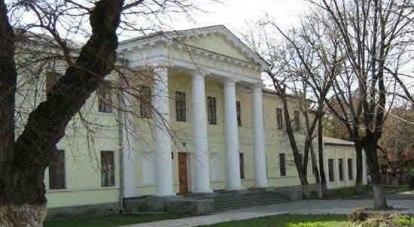 Этому зданию уже 188 лет./Фото автора и Александра Белова.