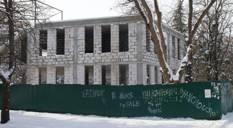 Стройка в парке Шевченко должна превратиться в центр детского досуга.