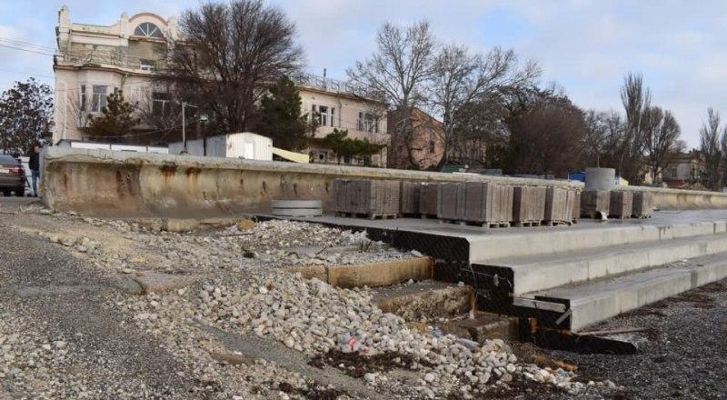 За три года, что длился ремонт евпаторийской набережной, её внешний вид почти не изменился.