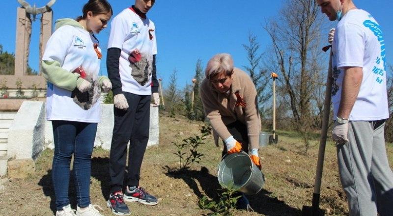 «Сад памяти» создаётся в том числе и руками молодых патриотов.