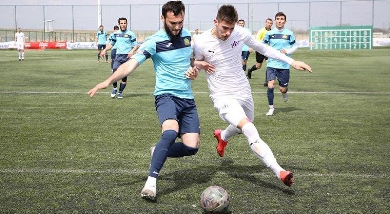 В атаке - лучший игрок тура крымчанин Александр Музыка.