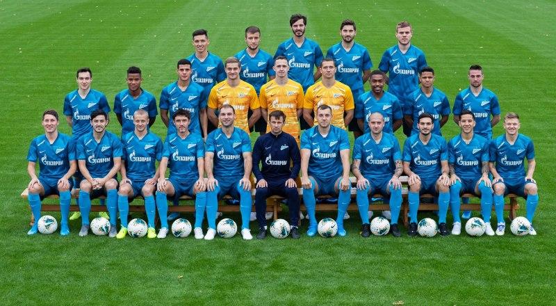Вот они, футболисты санкт-петербурского «Зенита», - неофициальные осенние чемпионы России сезона 2019/20 года.