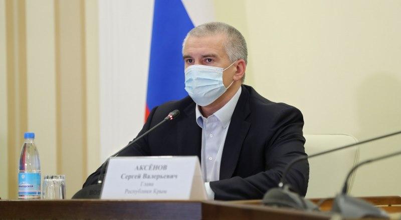 Сергей Аксёнов подчеркнул, что подрядчики не должны работать на нескольких объектах сразу, тем самым затягивая ремонт.