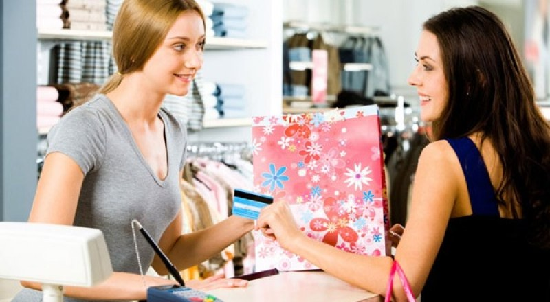 По мнению психологов, кэшбэк вынуждает людей покупать больше товаров.