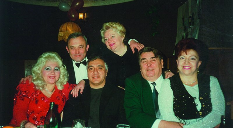 Снимок сделан 28 января 1997 года на праздновании моего юбилея. Вверху мы с супругой Валентиной. Сидят (слева-направо) Людмила Франчук, Владимир Шевьёв, Анатолий Франчук, Нина Шевьёва. Как молоды мы были!