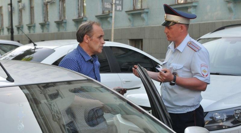 Штраф за отсутствие страховки - 800 рублей. Сотрудники ГИБДД проверяют каждого, кого останавливают.