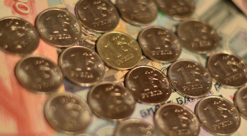 Год начался с укрепления курса рубля.