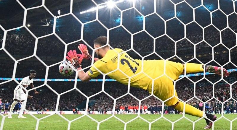 Вот он победный бросок в финале, сделавший Джанлуиджи Доннарумму, скромного голкипера «Милана», героем нации!
